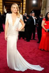 Kate Hudson rochie eleganta cu decolteu