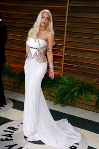 Lady-Gaga rochie eleganta cu trena