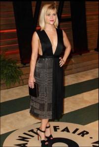 Reese-Witherspoon rochie eleganta decolteu adanc
