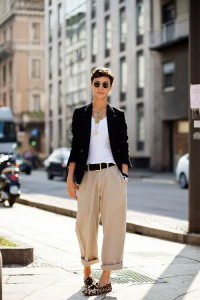 pantaloni largi influente masculine