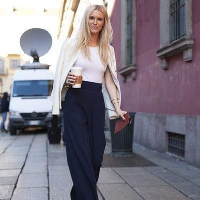 Uită de skinny jeans! Se poartă pantalonii largi!