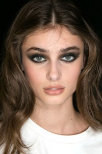 hbz-fw2015-trends-beauty-smoky-elie-saab-bks-a-rf15-2590