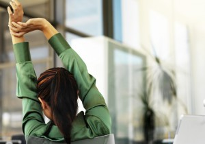 1012_stretching-office_650x455
