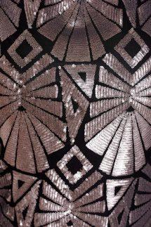 A ruha tökéletes választás lehet egy modern tematikájú f261744f1a