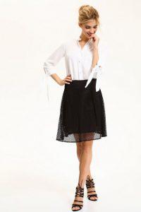 31b82b4125 Ez a ¾-es ujjú fehér ing remekül mutat egy Top Secret bő szoknyával és egy  pár Fehér szegecses cipővel. Ezt az összeállítást viselheted az irodában és  a ...