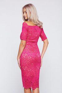 92d95b8867 Rendkívül elegáns, az alakot érzékien hangsúlyozó alkalmi ruha, tökéletes  választás egy meghitt vacsorához, esküvőre vagy más különleges alkalomra.
